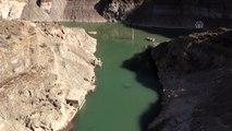 Baraj altında kalan köy su seviyesi düşünce yeniden ortaya çıktı - ARTVİN