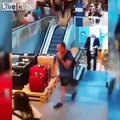 Un homme glisse sur... les crottes d'un client au supermarché !