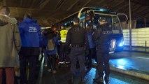 La policía francesa desmantela dos enormes campamentos de migrantes en París