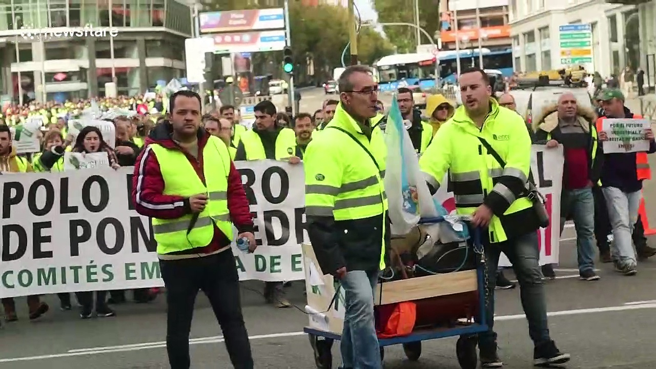 Energy supplier employees in Madrid go on strike over job security