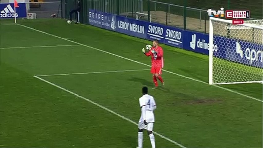 O bizarro pontapé de baliza do Lyon que deu canto para o Benfica