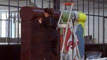 Un artiste crée une réplique du mur de Berlin… en chocolat