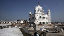 Indian Sikhs pilgrims cross border into Pakistan to visit holy site