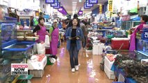 Noryangjin Fish Market attracting visitors amid low raw fish prices