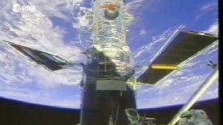 Hubble capta una galaxia distante replicada doce veces