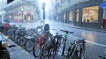 - Paris'te dolu yağdı, sokaklar beyaza büründü