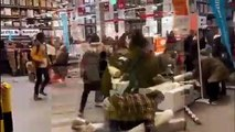 Découvrez les scènes d'émeutes et de bagarres chez Ikea pour le lancement de la collection capsule du designer Virgil Abloh