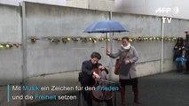 """""""Ballade für den Frieden"""": Cellist Gautier Capuçon spielt vor Berliner Mauerresten"""