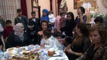 Sanatçı Ebru Yaşar, kayınbiraderinin düğününde halay çekti