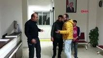 Afyon suriyeli baba ve oğlu, buldukları cüzdanı polise teslim etti