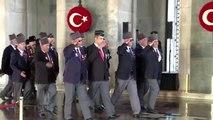 Atatürk'ün ebediyete intikalinin 81'inci yılı - Anıtkabir'i ziyaret eden vatandaşlar (5)
