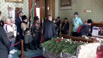 Vatandaşlar Dolmabahçe Sarayı'na akın etti