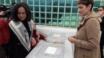 La presidenta de Navarra ejerce su derecho al voto