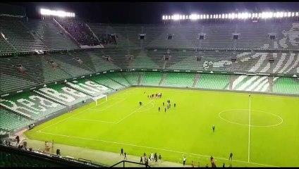 Los jugadores del Sevilla celebran el triunfo en el Villamarín