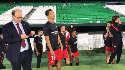 La afición del Sevilla corea los nombres de Lopetegui y Monchi