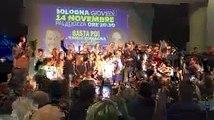 """Salvini canta """"Romagna mia, Romagna in fiore Tu sei la stella, tu sei l-amore.""""()"""