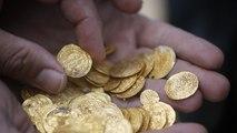¡Impresionante!: Desentierra miles de dólares en monedas de oro del siglo XVI mientras busca un anillo de bodas