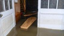 Angleterre : des cercueils emportés par les inondations