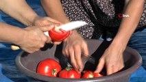 Kadınlar yemeklerin vazgeçilmezi için saatlerini harcıyor