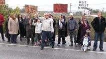 Geçit isteyen mahalleliler yol kapatma eylemi yaptı - BALIKESİR