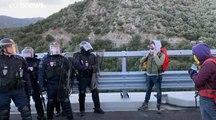 «Δημοκρατικό Τσουνάμι» για την Καταλονία στα γαλλο-ισπανικά σύνορα