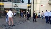 Bakırköy'de bir alışveriş merkezinin içerisindeki dükkanda çıkan yangın paniğe yol açtı.