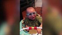 Regardez ce bébé qui voit sa maman pour la première fois en mettant ses lunette... réaction adorable