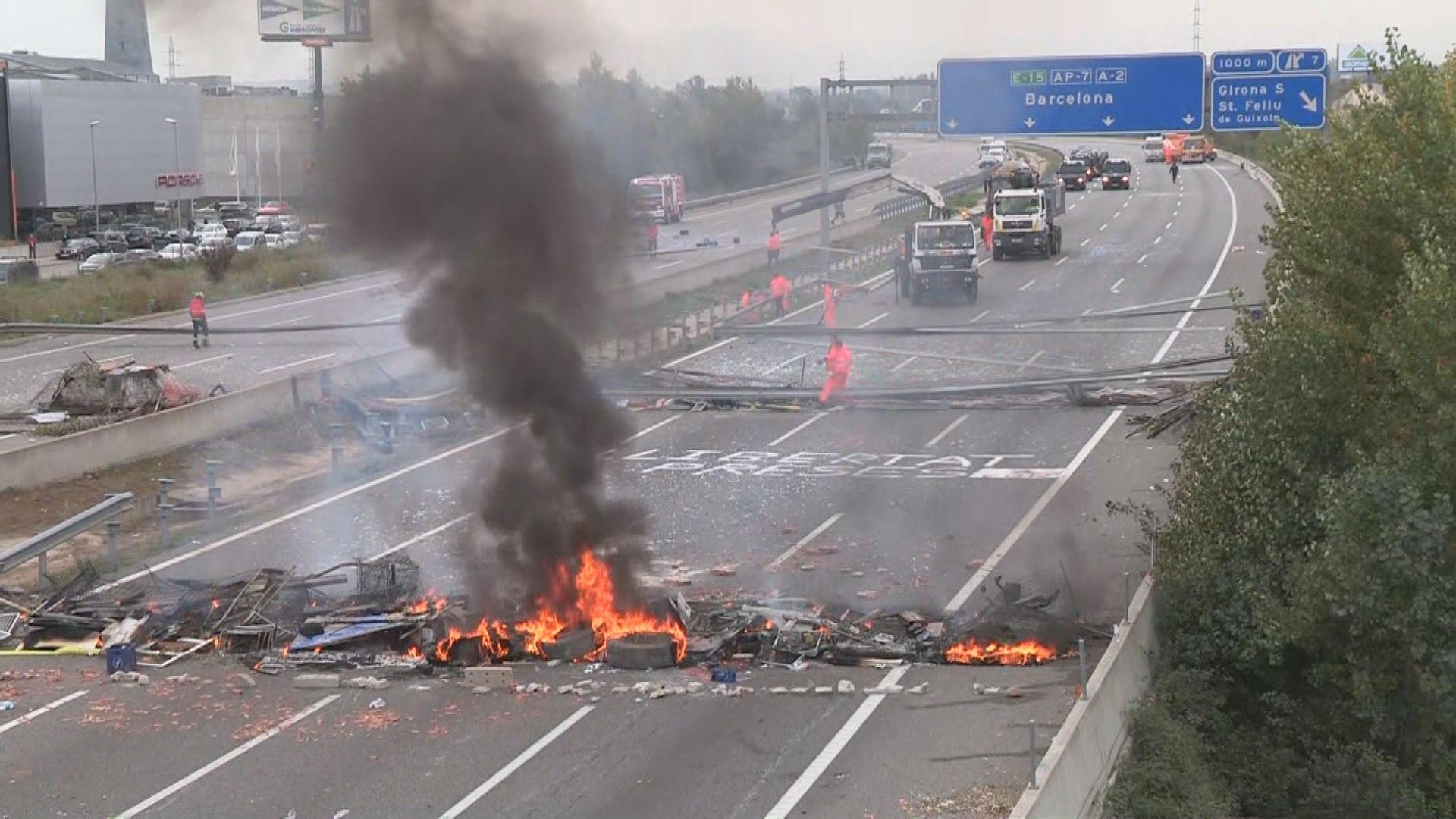 Tsunami Democràtic acaba su convocatoria tras acorralar a miles de conductores