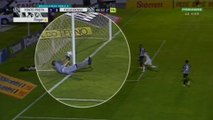 Au brésil, un gardien arrête un but avec son filet