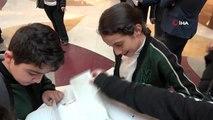 Öğretmenler gününe özel düzenlenen etkinlikte öğrenciler öğretmenlerine mektup yazdı