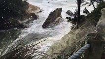 Tempête de mousse... l'écume recouvre tout en bord de mer