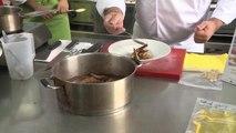 El chef Sergio Fernández realiza un taller gastronómico sobre la carne de conejo