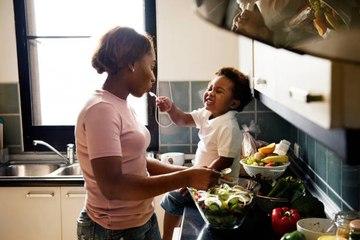 Incorporar a los niños en la cocina: beneficios y actividades