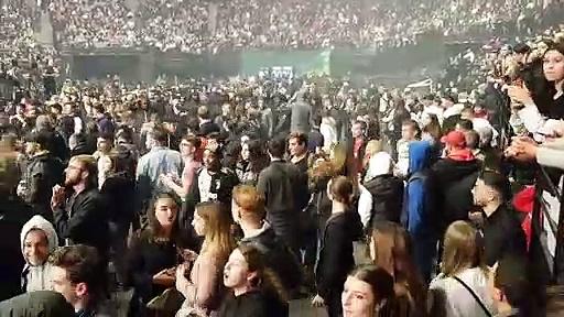 """La nouvelle vidéo qui montre l'irruption des """"fans"""" du PSG au concert de JUL"""