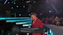 Alejandro Sanz besa a su novia en los Grammy Latino 2019