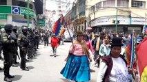 La Paz'da düzenlenen gösteri polisin müdahalesi ile sona erdi