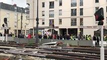 300 gilets jaunes manifestent dans le centre-ville
