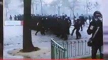 La vidéo qui interroge : Des policiers se sont-ils fait passer pour des black blocs lors de la manifestation de samedi ?