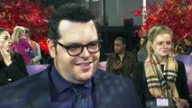 "Josh Gad's kids are ""so over"" him and Olaf!"