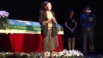 Ünlü tiyatro sanatçısı Yıldız Kenter hayatını kaybetti