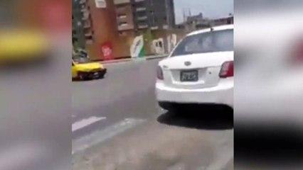 Cuando tus padres remolcan tu carrito de bebé en moto y por el centro de la ciudad