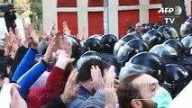 Géorgie: la police disperse les manifestants avec des canons à eau