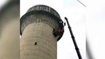 Toro sube a una torre de 60 metros y hay que bajarlo así