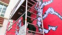 """Ventes d'armes: un street artiste yéménite dévoile une fresque à Paris contre """"l'hypocrisie internationale"""""""