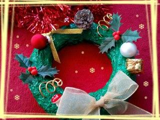 Activité de création manuelle pour Noël : fabriquer une jolie couronne