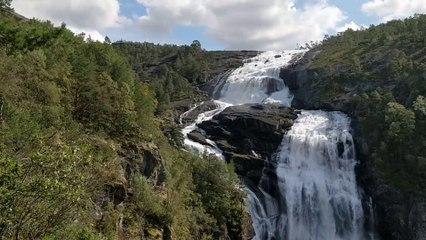 Nyastølsfossen ca. 400 m.ü.M. Husedalen Norwegen
