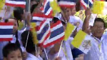 Thaïlande: une foule accueille le pape François