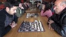 Öğretmenler hünerlerini satranç turnuvasında gösterdi