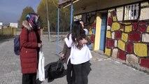 Gönüllü öğretmenler, köyleri dolaşarak öğrencilerin gönüllerine dokunuyor