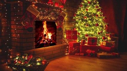 Christmas Fireplace with Beautiful Christmas Music 4K